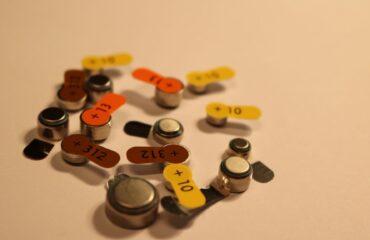 różne baterie do aparatów słuchowych